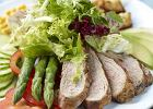 Sa�ata z pol�dwiczk� wieprzow� opiekan� na grillu