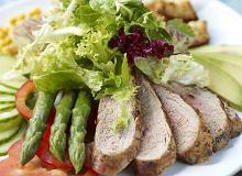 Sałata z polędwiczką wieprzową opiekaną na grillu - ugotuj