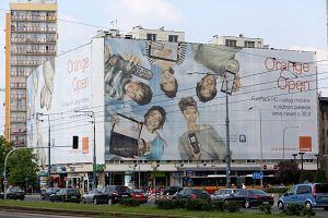 """Kolejna reklama na oknach. """"Orange okupuje Warszawę"""""""