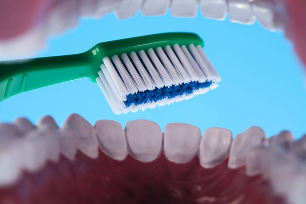 Aby uchroni� sie od chor�b z�b�w nalezy dba� o higiene jamy ustnej