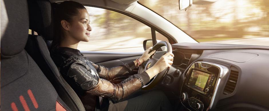 Renault CAPTUR daje Ci możliwość korzystania z usług online w czasie jazdy, dzięki wbudowanemu tabletowi R-Link. 7-calowy, dotykowy ekran pozwala na przeglądanie i pobieranie aplikacji, dostęp do zasobów muzycznych czy książki teleadresowej.