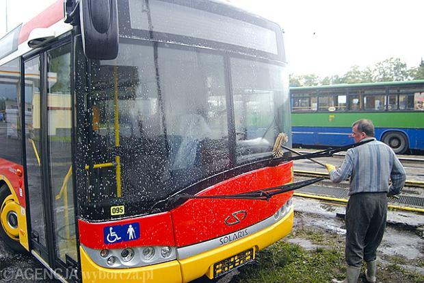 """Coraz bardziej brakuje kierowców autobusów. """"Jeśli tak dalej pójdzie, trzeba będzie zamykać linie"""""""