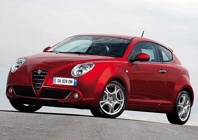 Alfa Romeo MiTo- Zaprezentowana kilka dni po tegorocznym Salonie Genewskim. Pierwszy zupełnie nowy samochód Alfy segmentu B. Jego nazwa pochodzi od dwóch miast Turynu, stolicy przemysłowej Włoch i Mediolanu- stolicy mody. Ceny zaczynają się od 49 tys.zł. Silniki montowane w MiTo: 1.4 MPI (78KM), 1.4 TB (155KM) i diesel 1.6 JTDM (120KM),