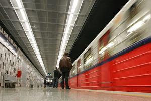 Uwaga! Lizanie podkładów w metrze grozi zatruciem!