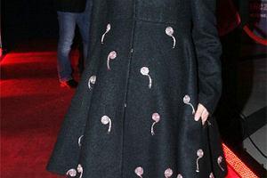 Co przypominają hafty na płaszczu Izy Miko?