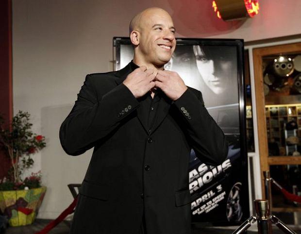 """Znany aktor Vin Diesel spróbował swoich sił w piosence Maroon 5 """"My Heart Is Open""""."""