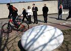 Papieski g�az w kszta�cie jaja przy Pawiaku