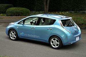 Elektryczny listek Nissana dla mas