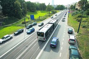http://bi.gazeta.pl/im/6/6999/z6999336M,Niemal-20-metrowy-autobus-marki-Mercedes-podczas-testow.jpg