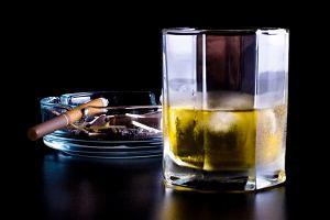 """Co to znaczy, że partnerzy i dzieci alkoholika są """"osobami współuzależnionymi""""?"""