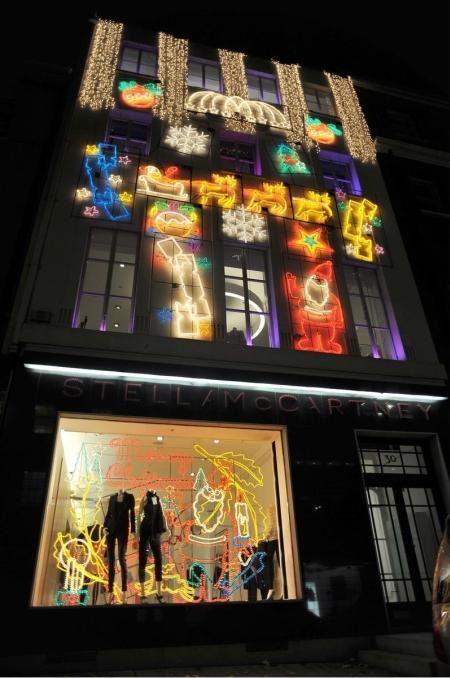 �wi�teczna dekoracja sklepu Stelli McCartney