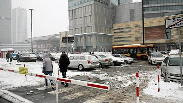 Błoto, bruk i bałagan na ulicy Emilii Plater