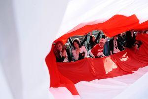100 metrów flagi narodowej pod ratuszem [zdjęcia]