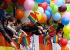 Arty�ci protestuj� przeciw gejom