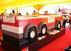 Dzieci zbudowały wielki wóz strażacki z klocków Lego
