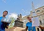 Pikieta na Krakowskim: chcemy rakietę, a nie krzyż