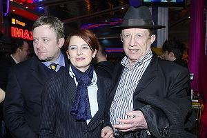 Olaf Lubaszenko z ojcem Edwardem i ukochaną Hanną Wawrowską.
