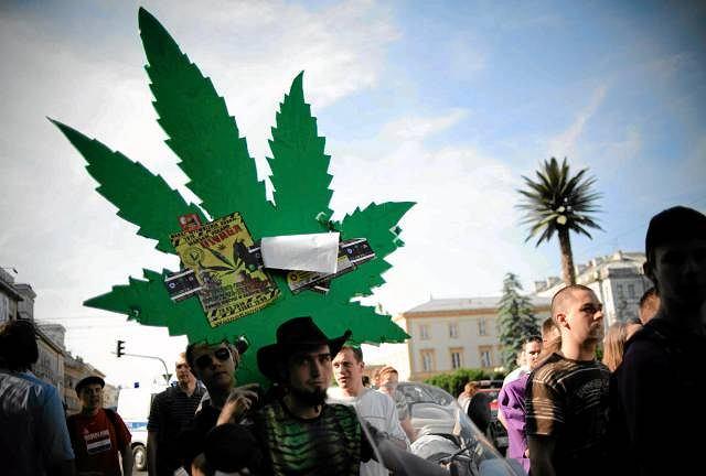 Marsz zwolenników legalizacji marihuany w Warszawie