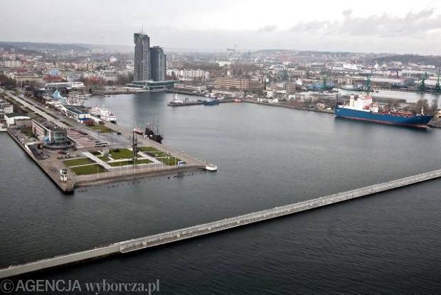 04.11.2010 GDYNIA . SEA TOWERS (C) . SKWER KOSCIUSZKI (L) I DALMOR (P) .