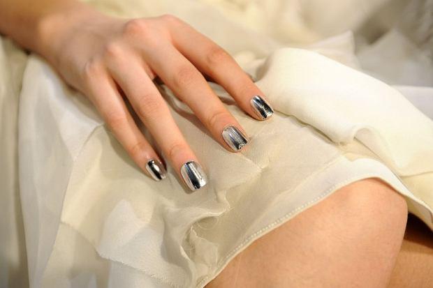 Modny minx manicure na pokazie Alice