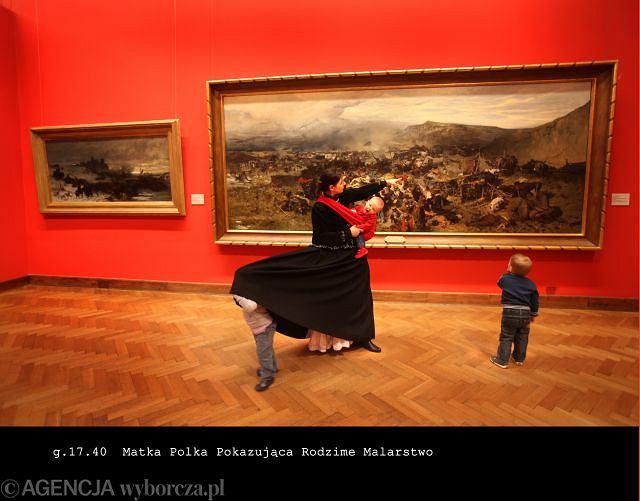 Matka Polka Pokazująca Rodzime Malarstwo