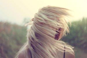 6 sprawdzonych sposob�w na nadmiernie przet�uszczaj�ce si� w�osy