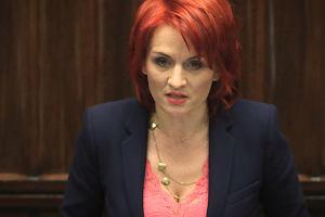 """Trwa debata, na mównicy posłanka PiS. Jak odpowiada na uwagę z sali? """"Milcz, kobieto!"""""""
