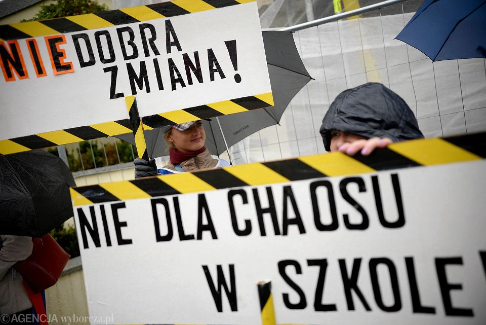Protest Związku Nauczycielstwa Polskiego w Olsztynie na jesieni 2016 r.