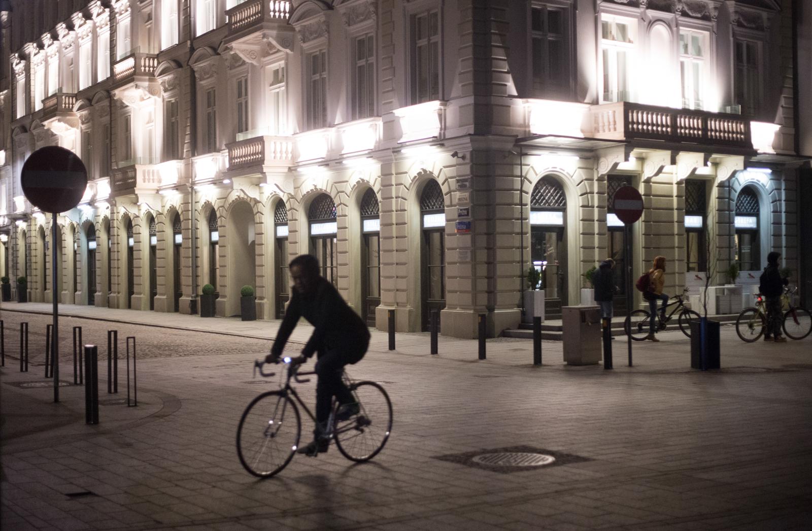 Widok z placu Grzybowskiego na ul. Próżną (fot. Luka Łukasiak)