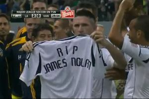 Euro 2012. Robbie Keane dedykowa� bramk� zmar�emu w Polsce irlandzkiemu kibicowi