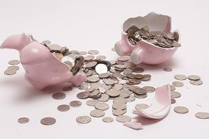 Fatalne wieści dla oszczędzających w bankach. Tak słabych lokat nie było jeszcze nigdy