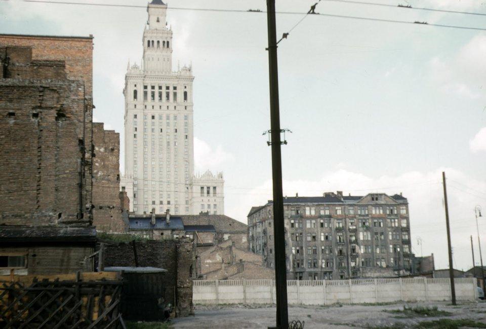 Stolica czeka na odbudowę, ale Pałac Kultury już stoi