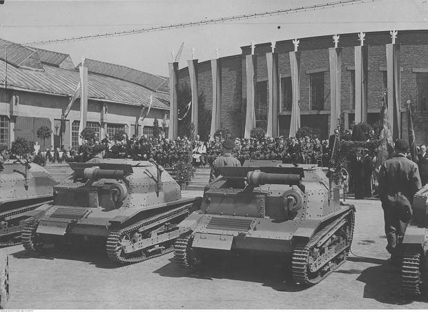 Przekazanie wojsku 10 tankietek TKS