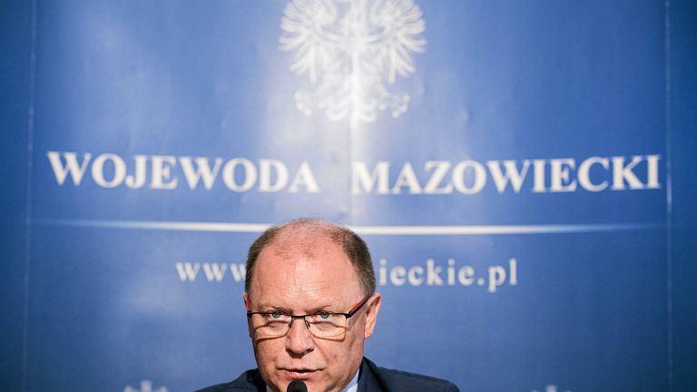 - Przejmuję zarząd nad placem Piłsudskiego - ogłosił wojewoda mazowiecki Zdzisław Sipiera