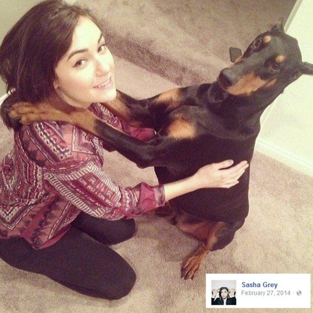 Sasha Grey ze swoim psem