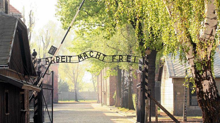 Brama byłego niemieckiego obozu koncentracyjnego Auschwitz