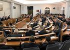 Senat i budżet: więcej na Kościół, IPN, a mniej na Trybunał i RPO
