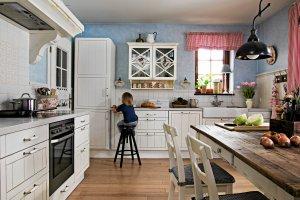Ciepła i przytulna - kuchnia idealna na rodzinne spotkania