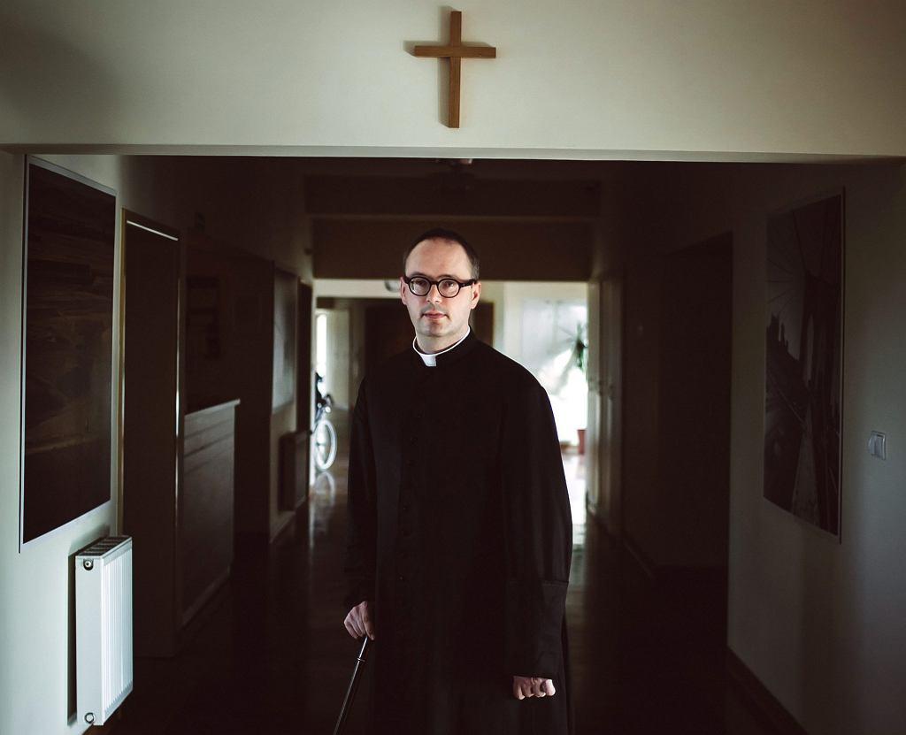 Ksiądz Jan Kaczkowski w puckim hospicjum, 2015 r. (fot . Renata Dąbrowska / Agencja Gazeta)