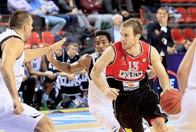 Martynas Gecevicius (z piłką), rozgrywający Lietuvosu Rytas Wilno