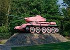 Czołg w Wołominie pomalowany na różowo