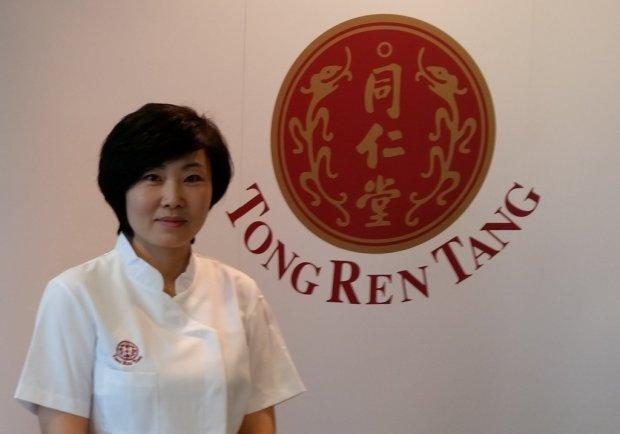 Masażystka Meng Xianhong z Beijing Tong Ren Tang
