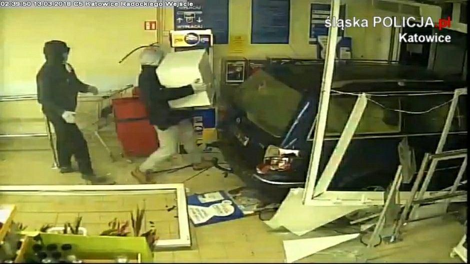 Policja poszukuje dwóch mężczyzn, którzy ukradli sejf z marketu w Katowicach