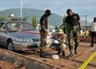 Nigeryjscy żołnierze na miejscu zamachu w Abudży w czerwcu