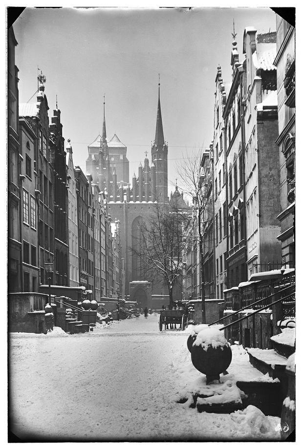 Zdjęcie numer 11 w galerii - Neptun pod czapami śniegu, zamarznięta Motława. Niesamowity zimowy Gdańsk [STARE ZDJĘCIA]
