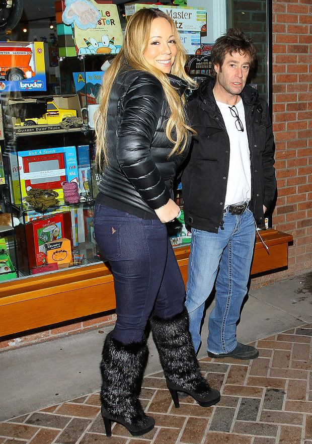 Pictured: Mariah Carey<br> Mandatory Credit ?? Camille Roberts/Broadimage<br> Mariah Carey doing some heavy shopping in Aspen<br> <P> 12/23/12, Aspen, Colorado, United States of America<br> <P> <B>Broadimage Newswire</B><br> Los Angeles 1+ (310) 301-1027<br> New York 1+ (646) 827-9134<br> sales@broadimage.com<br> http://www.broadimage.com<br>