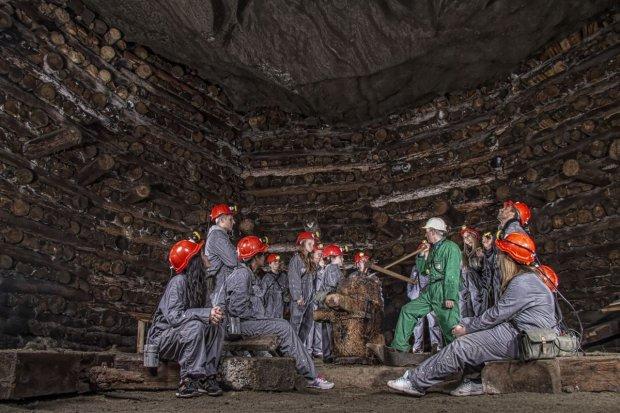 Nowe komory dla turyst�w w wielickiej kopalni