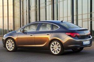 Opel Astra sedan - pierwsze oficjalne zdj�cia