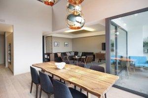 Wnetrza: Apartament w Hard Turm Park w Zurychu