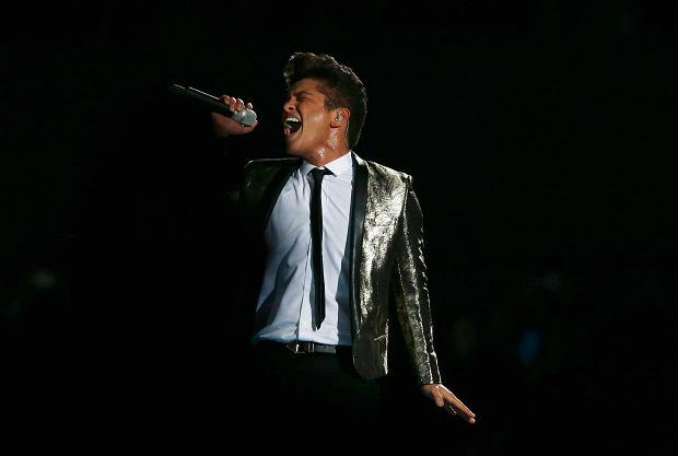 Muzyk dołączył do gwiazd, które zagrają podczas muzycznego show, w przerwie meczu Super Bowl.